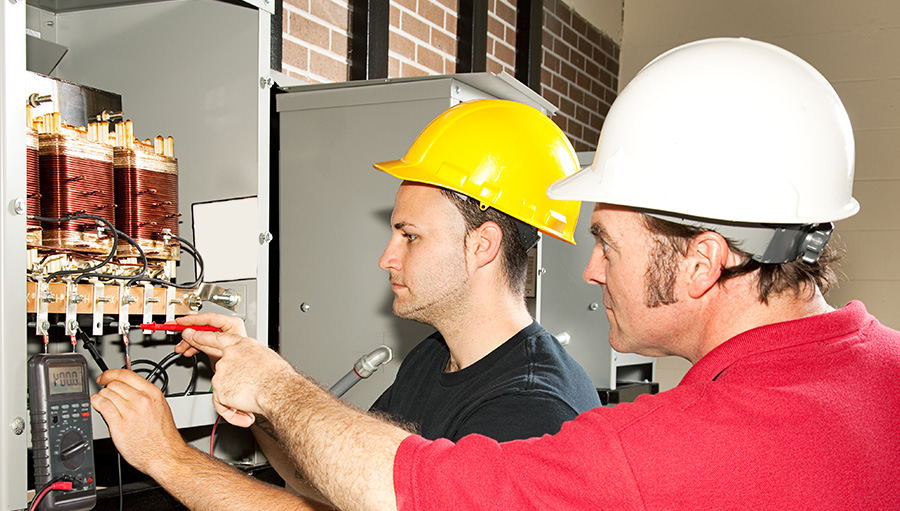 Tradesman teaching student apprentice